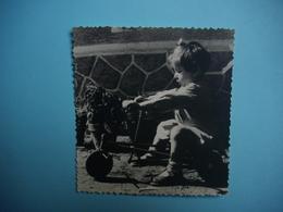 PHOTOGRAPHIE  Jeux Et Jouets  -  Le Cyclo Rameur ?     -  Decize -  58 -   8,6 X  9   Cms  -  1952  - - Juegos Y Juguetes
