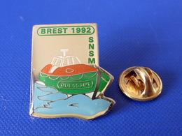 Pin's Bateau SNSM Ouessant - Brest 1992 - Sauvetage En Mer (TA12) - Boats