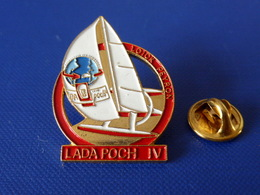 Pin's Voilier - Loick Peyron Lada Poch IV - Course Autour Du Monde - Sport Voile Bateau (PQ45) - Sailing, Yachting