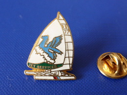 Pin's Voilier - Jet Service N°77 - Sport Voile Bateau Regate Course (PQ48) - Sailing, Yachting