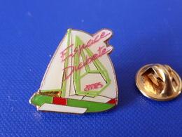 Pin's Voilier - Espace Diabète Ames - Médical - Sport Voile Bateau Regate Course (PQ49) - Sailing, Yachting