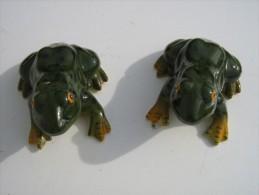 Lot De 2 Grenouilles Faience  -  Ht 7 Cm Lg 13 Cm - Frogs