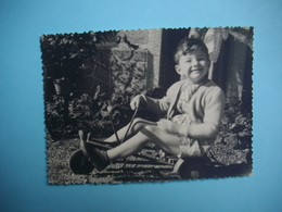 PHOTOGRAPHIE  Jeux Et Jouets  -  Le Cyclo Rameur  -  Decize  -  58  -  -   8,7 X  12   Cms  -  1954  - - Juegos Y Juguetes