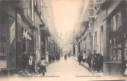 58 - Decize - Rue De La République Magnifiquement Animée - Decize