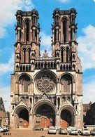 02 Laon Façade De La Cathédrale Notre Dame Avec Automobiles Citroën 2CV Renault Et Peugeot (2 Scans) - Laon