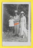 CPA Carte Photo Femmes ROBES CHAPEAUX Enfants Année 1930 - Fashion
