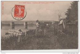 Port-Mort-Cueillette Des Roseaux Près Du Barrage.Photo Lavergne Vernon. - Autres Communes