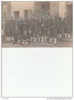 Carte-Photo:Groupe De Militaires.(No 77 Sur Les Cols).Cantonnement Azerailles. - Régiments