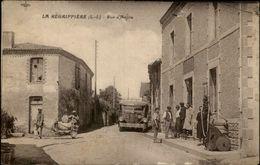 44 - LA REGRIPPIERE - Pompe à Essence - Autobus - Camion - France