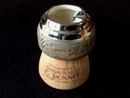 Cendrier Publicitaire En Forme De Bouchon De Champagne Champagne Blanc De Blanc  Maison F. Bonnet Oger (Marne) - Ashtrays