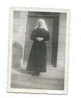 Ancienne PHOTO 6 X 8,5 Cm Des Années 1950.. RELIGIEUSE, BONNE SOEUR - Métiers