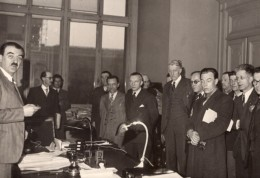 Politique André Philip Et Delegation De Fonctionnaires Ancienne Photo De Presse 1947 - Famous People