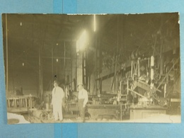Carte Photo Atelier Des Ajusteurs à La Lubumbashi En 1922 - Lubumbashi