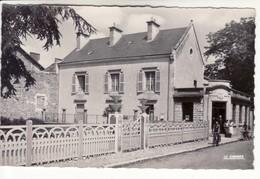 Neuville En Poitou - La Poste Et Le Square Leclerc (petite Animation, Cycliste) - Neuville En Poitou