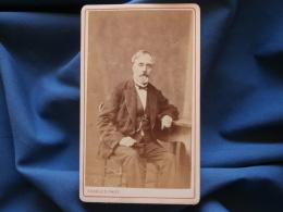 CDV Photo Charles à Paris - Homme Assis, Chaine Et Montre à Gousset, Circa 1875 L356A - Anciennes (Av. 1900)
