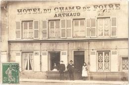 Dépt 42 - CHARLIEU (15 Place De La Bouverie) - CARTE-PHOTO Hôtel Du Champ De Foire (maison ARTHAUD) - Devanture - Charlieu
