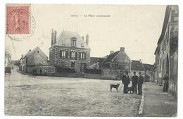 CPA - GRISY, LA PLACE COMMUNALE - Val D' Oise 95 - Animée, Chiens - Circulé 1904 - France