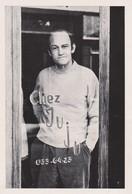 Photo Lieux A Identifier , Café Restaurant CHEZ JUJU Tel 033-64-23 - Homme En France -année 1960 Sans Doute - Personnes Anonymes