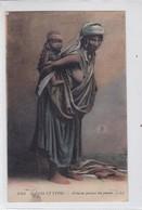SCENES ET TYPES. BEDOUINE PORTANT SON ENFANT. LL. ETHNIC FOLK-TBE-BLEUP - Azië