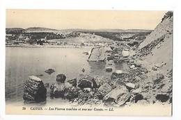 CASSIS (cpa 13)  Les Pierres Tombées Et Vue Sur Cassis - Cassis