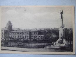 SARREGUEMINES / LE MONUMENT AUX MORTS / JOLIE CARTE 1945/ CARTE DE SOLDAT AMERICAIN - Sarreguemines