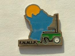 PIN'S CHARIOT ELEVATEUR - F.N.M.I.P - CARTE DE FRANCE - Badges