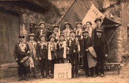 Militaria - Carte Photo -  Honneur A La Classe 1927 - Conscrits   - Bill-851 -  R/v - Personnages