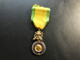 Medaille Militaire  «valeur & Discipline» IVe Republique 1 Etoile - Médailles & Décorations