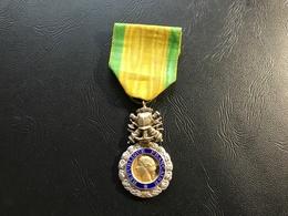 Medaille Militaire  «valeur & Discipline» Ve Republique 1 Trefle - France