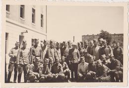 SERBIA , KINGDOM OF YUGOSLAVIA   -- SERBIAN ARMY  --  SOLDATEN, OFFICER  --  ORIGINAL PHOTO   8,8 Cm X 6 Cm - Militaria