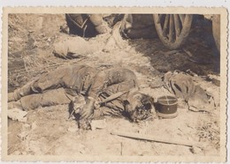 FRANCE  --  WW!  --   4 X ORIGINAL PHOTO 10,5 Cm X 7, 2 Cm  --   DEATH SOLDIER, CADAVER, DESTROYED  CONVOI - 1914-18