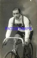 91001 REAL PHOTO MAN IN BICYCLE BIKE CYCLING POSTAL POSTCARD - Cartoline