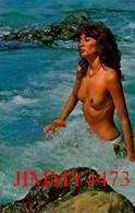 CPM - Une Belle Belle Jeune Fille Aux Seins Nus Dans La Mer En 1984 - Scans Recto-Verso - Pin-Ups