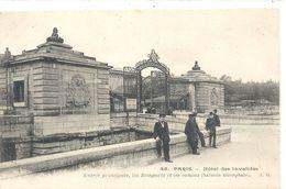 45. PARIS . HOTEL DES INVALIDES . ENTREE PRINCIPALE . LES REMPARTS ET LES CANONS . NON ECRITE - Arrondissement: 07