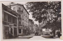 Cpa,1942,pleine Guerre,barcelonnette,plac E Et Rue Manuel,gendarmerie Nationale,et Poste De Secours,rue Vivante - Barcelonnette