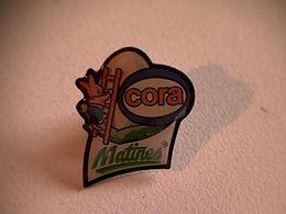 "Pin's "" Cora Matines "" - Markennamen"