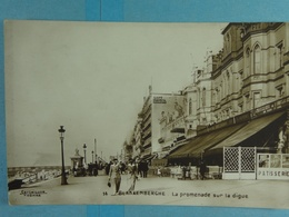Blankenberghe La Promenade Sur La Digue (dos Vierge ?) - Blankenberge