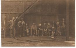 Le Charbonnage Groupe D'ouvriers Attendant Le Moment De La Descente Dans La Mine. - Belgique