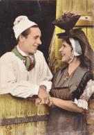 Groupe Régionaliste Bressan De Louhans - Blouse Et Bonnet Blancs Du Farinier - Petit Chapeau De Louhans à Coupe Juchée - Costumes