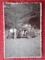 FOTO FOTOGRAFÍA OLD PHOTO PERSONAS CON ANTIGUO COCHE CAR MERCEDES PONTÓN ? SEAT ? FORD ? OPEL ? VOLVO ? VER FOTO/S Y DES - Coches
