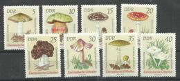 """DDR 1933-1940 """"8 Briefmarken Mit Giftigen Pilzen, Satz Kpl."""" Postfrisch Mi.-Preis 3,50 - Champignons"""