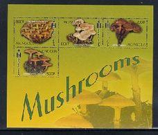 MONGOLIA  2552   MINT NEVER HINGED MINI SHEET OF MUSHROOMS  (   0338 - Paddestoelen