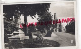 53-  CHATEAU GONTIER- STATUE DU PETE LOYSON ET L' EGLISE SAINT JEAN - CARTE PHOTO 1942 - Chateau Gontier