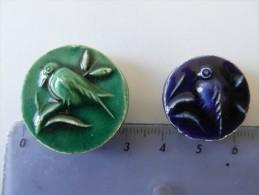 Lot De Deux Boutons Anciens Oiseaux - Buttons