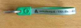 GB.- Sleutelhanger. YHA  - England And Wales - Ltd. Hostelling International. - Sleutelhangers