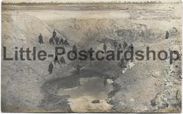 Foto AK Deutsche Soldaten In Riesigem Sprengtrichter Russland? II. Bataillon Landwehr Infanterie Regiment 31 Altona - Guerre 1914-18