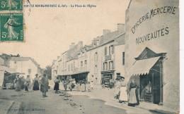 H82 - 44 - LE BOURG-DE-BATZ - Loire Atlantiquer - La Place De L'Église - Epicerie Mercerie Nouveautés - Otros Municipios