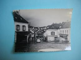 PHOTOGRAPHIE   ORSAY  -  91  -  Centre Du Bourg  -  Parfumerie  -  Charcuterie  -  8,3 X  11  Cms - 1965 -  Essonne - Orsay
