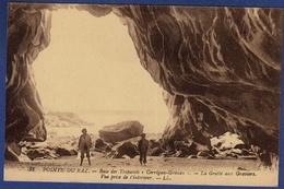 29 CLEDEN-CAP-SIZUN Baie Des Trépassés, La Grotte Aux Graviers, Vue Prise De L'intérieur - Animée - Cléden-Cap-Sizun