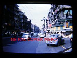 Marseille En 1960 Rue Renault 4CV Peugeot 403 Bar Enseigne Monoprix DIAPOSITIVE Slide 24x36 35mm No Photo - Lugares